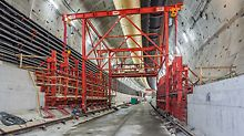 The realization of starter units which form the foundation for the tunnel-in-tunnel. This area is formed with custom steel formwork. The two support areas – one for the rising wall, another for the prefabricated panel which is mounted at the end of all reinforced concrete work and subsequently forms the bottom carriageway slab – are clearly visible.