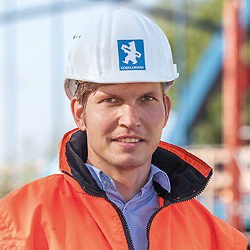 Porträt von Alexander Krölls, Bauleiter von Schälerbau Berlin, Niederlassung der August Reiners Bauunternehmung GmbH, Bremen