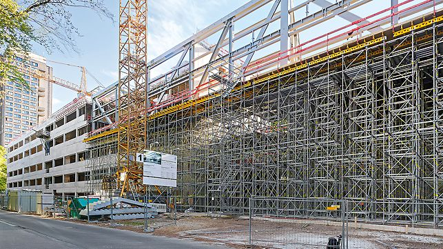For shoring work during slab or bridge construction, PERI modular components can be used to build shoring towers and shoring. The Rosett node allows for an adaptation to different geometries in all 3 dimensions.
