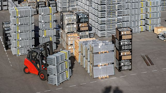 The transport containers provide the perfect system for the storage and transportation of the PERI UP elements. Small parts can be stored in Euro pallet size crate pallets. Lengthy parts such as floor decking or standards are safely stored in frame pallets.