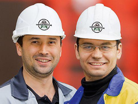 Alexey Boldyirew, stavbyvedoucí a Sergey Haladji, mistr