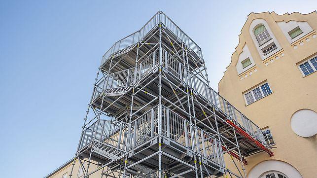 PERI UP Rosett Treppe Public diente als temporärer Fluchtweg während der Baumaßnahmen im Gebäudeinneren – mit höchsten Anforderungen bezüglich Sicherheit und Tragfähigkeit.