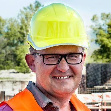 Vodné dielo Trenčianske Biskupice II, Trenčianske Biskupice, Slovensko - Spoločnosť PERI svojou flexibilitou, odbornými návrhmi a častou osobnou prítomnosťou technika na stavbe výrazne napomohla k naplneniu požiadaviek na rýchlosť a technickú zložitosť realizácie diela.
