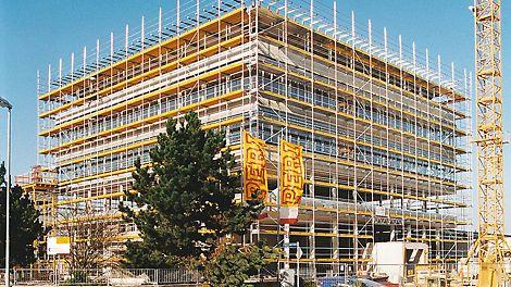 """Nel 1998 la costruzione del cosiddetto """"Quadragon, moderna palazzina di uffici per lo staff  PERI"""