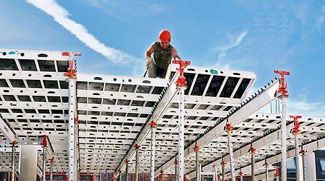 PERI představuje na baumě 1992 lehké stropní bednění SKYDECK. Se systémem padací hlavy je umožněno časné odbednění a snížení zásob materiálu na stavbě.