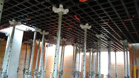 Grâce à la tête de décintrement DUO, vous avez un coffrage récupérable pour coffrer des dalles des murs, des colonnes, etc.