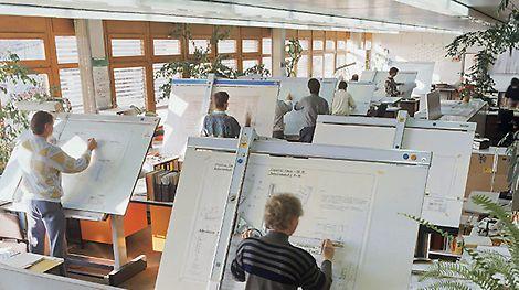 Inženýři při práci v technické kanceláři ve Weissenhornu.