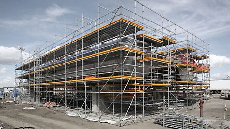 Industrial structures and in turn the corresponding scaffolding requirements are very different from normal facade scaffolding, especially in terms of safety and flexibility requirements. Unique access solutions are realized with standard components while built in safety features minimize risk of injury on site.