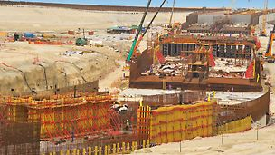 Tunnel Jumeirah Palm Island, Dubai, United Arab Emirates - In 25 m long concreting steps and four cycle sequences, the tunnel bottom plate, two wall sections respectively and then the slab could be concreted one after the other.