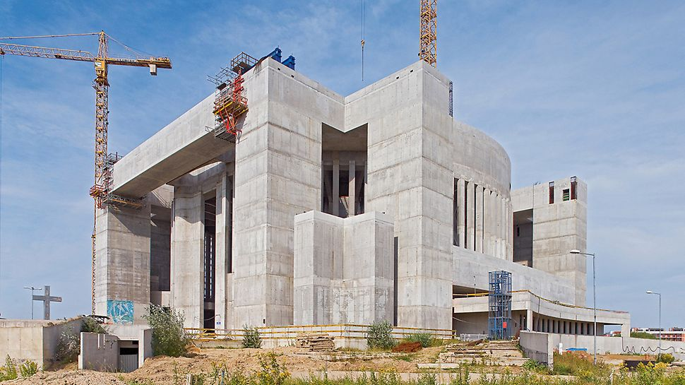 Temple of Divine Providence, Warsaw, Poland - With competence, experience and a comprehensive PERI formwork and scaffolding solution, this extraordinary temple building in Warsaw was efficiently and economically realized.