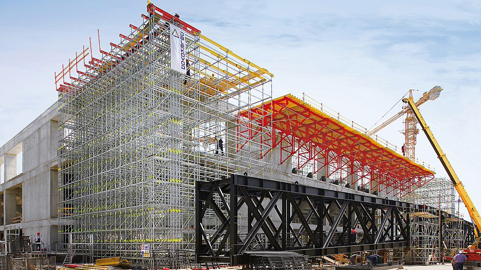 Sports arena Lora, Split, Croatia - The PERI solution served as both shoring and an assembly platform on which the enormous steel trusses of the roof construction were set down, assembled and moved into position.
