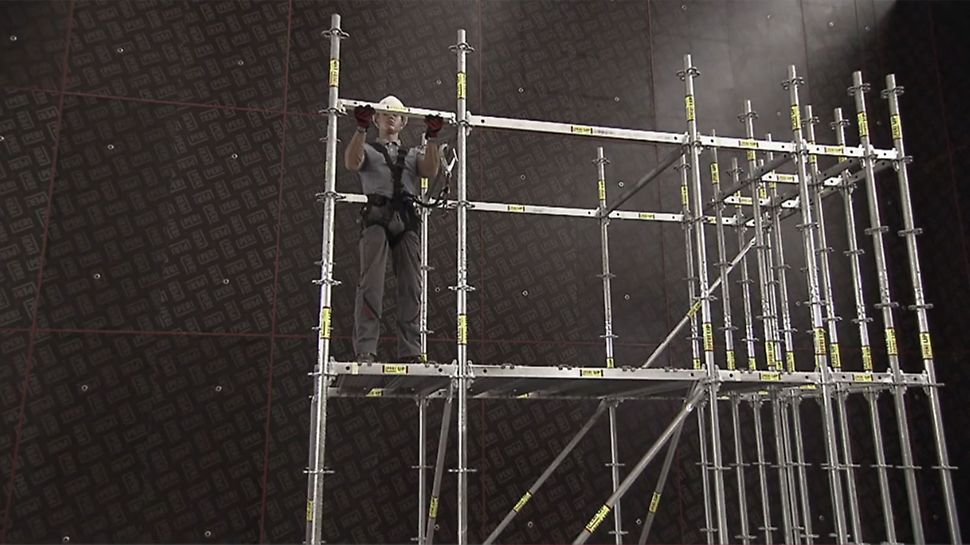 The functions and advantages of PERI UP Flex modular scaffold in a well-structured info clip.