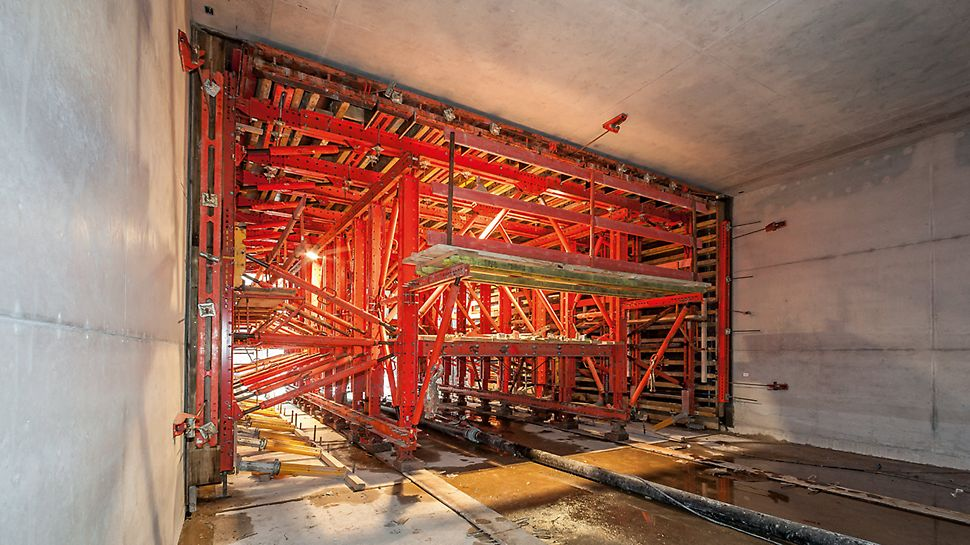 VARIOKIT tunnel formwork carriage used during the construction of the U4 subway tunnel in Hamburg