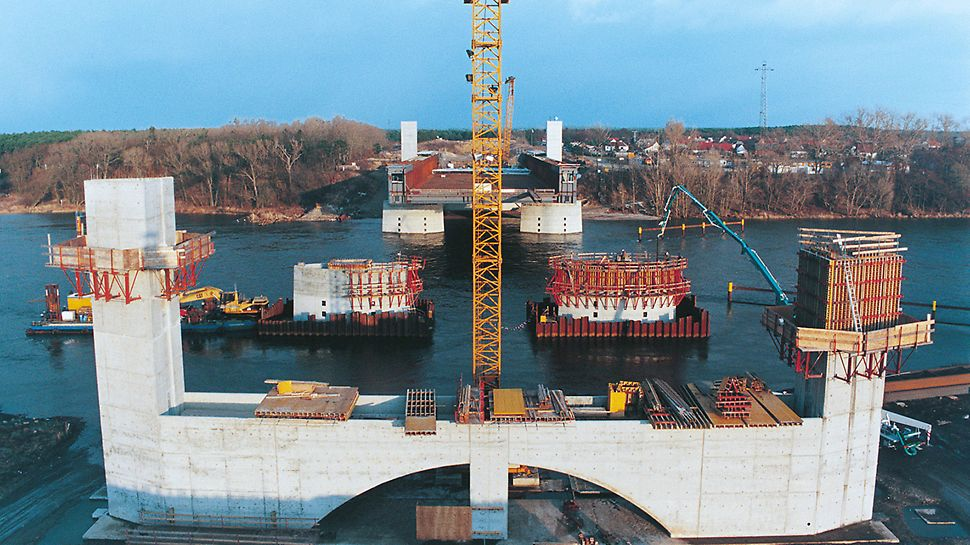 Canal bridge over the river Elbe, waterway junction Magdeburg, Germany - The abutments of the river bridge were constructed using VARIO GT 24 and TRIO wall formwork systems, KG climbing system along with the MULTIPROP system.