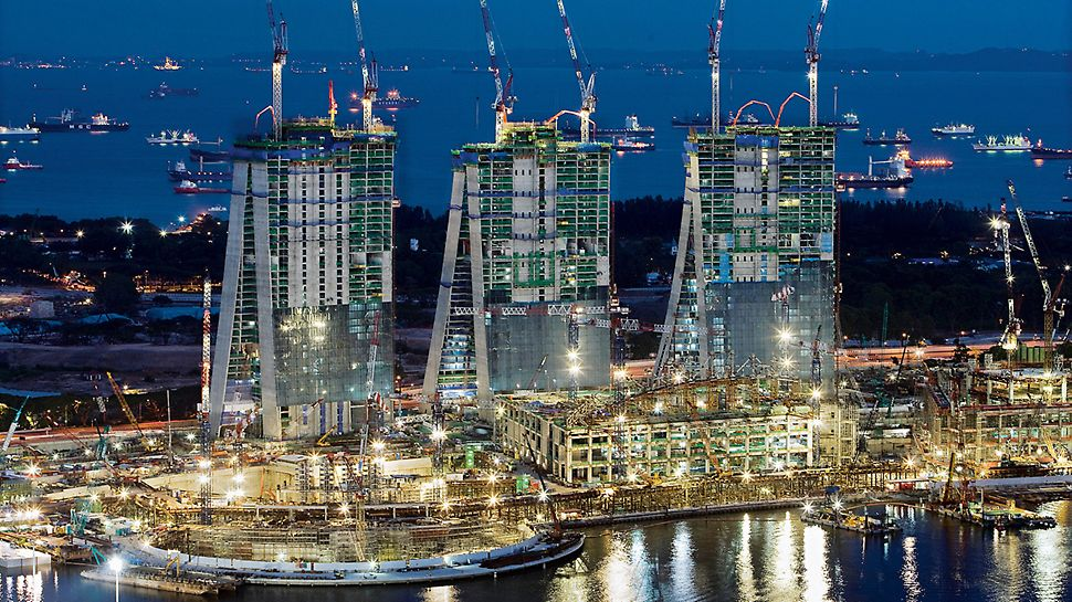 Marina Bay Sands, Singapore - With help of the PERI formwork and scaffolding solution, the hotel towers rose steadily upwards with each floor being completed in only four days.