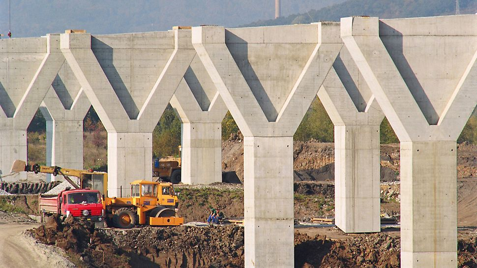 Trmice Motorway Bridge, Aussig, Czech Republic - The striking Y-shape of the massive bridge piers is clearly shown through the use of two different wall thicknesses in the area of the pier heads.