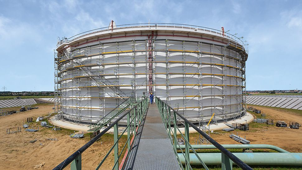 PERI UP flex Modular Working Scaffold: Circular structures can also be easily scaffolded with PERI UP flex.