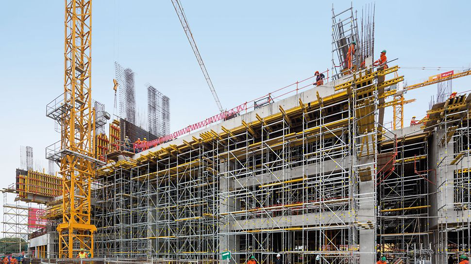 UTEC University Campus, Lima, Peru - The loads resulting from the parapets, beams and slabs are reliably transferred by means of PERI UP Rosett shoring, also over the distance of several storeys.
