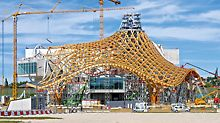 Centre Pompidou, Metz, France - The tent-like roof construction reached a height of 77 m. For the up to 32 m high PERI UP Rosett shoring towers, adapting to the complex roof geometry was carried out using system components from the VARIOKIT engineering construction kit.