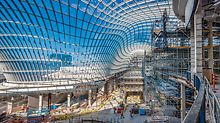 The undulating glass roof provides Australia's largest shopping centre with a very distinctive design feature. The unique configuration has already attracted a lot of attention.
