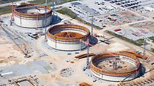 LNG liquid gas reservoirs, Cameron, USA - In the US state of Louisiana, three enormous liquid gas tanks were simultaneously realized using PERI know-how. Each of the structures has an 80 m diameter and a wall height of 44 m.