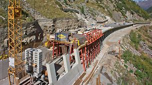 Marchlehnergalerie, Sölden, Österreich - Die VARIOKIT Tunnelschalungslösung beschleunigte den Bau der 1.800 m hoch gelegenen, 228 m langen Marchlehnergalerie. Die kompetente Planung unter Berücksichtigung aller Projektanforderungen ermöglichte die termingerechte Fertigstellung noch vor Wintereinbruch.