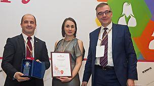 Харийс Чика, Сергей Львов со статуэткой и международным сертификатом Best Employer Study Russia 2016