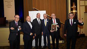 Auf der Veranstaltung der Initiative Deutschland baut!: (von links nach rechts) Benoit d'Iribarne, Rainer Bomba, Wolfgang Tiefensee, Dr. Peter Ramsauer, Udo Berner, Dieter Babiel