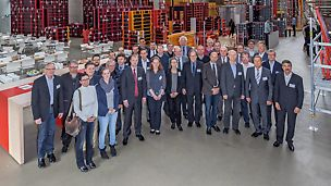 Professors from civil engineering faculties at universities in Germany and Austria came to Weissenhorn at the invitation of PERI, and were informed about the latest developments in the area of formwork and scaffolding systems during their two-day visit.