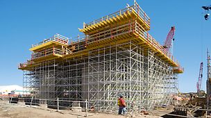 Albian Sands, Fort McMurray, Canada - Through the planning and supply of formwork and scaffolding from one source, the MULTIFLEX slab formwork and PERI UP shoring could be perfectly matched.