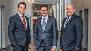 Die Gruppengeschäftsführung der PERI GmbH: Dr. Fabian Kracht (Geschäftsführer Finanzen und Organisation), Alexander Schwörer (Geschäftsführer Marketing und Vertrieb) und Leonhard Braig (Geschäftsführer Produkt und Technik).