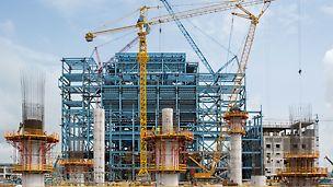 Tepelná elektrárna Stanari: 9 kruhových pilířů s průměrem 3,60 m a tloušťkou stěny 40 cm nese ocelové plošiny pro kondenzátor.
