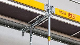 Zarówno podesty kombi o szerokości 66 cm, jak i podesty stalowe o szerokości 33 cm posiadają integralne zabezpieczenie przed podnoszeniem. Wszystkie podesty zakrywają całą szerokość rusztowania, nie pozostawiając szczelin między podestami.