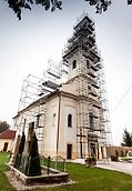 Katolícky kostol sv. Vavrinca, Bratislava - Pre lešenie PERI UP nie je žiadnym problémom zužujúci sa tvar veže kostola alebo sťažená možnosť založenia kvôli strmému sklonu strechy kostola.