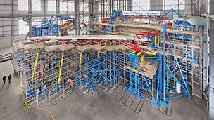 Within a 2-3 year period, a total of 86,400 flights are simulated which is three times the expected service life. The PERI UP working scaffold allows test preparations as well as continuous measurement and inspection work to be carried out during the EF-2 testing phase.