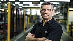"""""""Högsta kvalitet innebär att kunden är nöjd och att jag kan vara stolt över våra produkter"""", säger Ayhan Mert, Teamledare i tillverkningen av formar, PERI i Weissenhorn."""