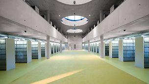 Bibliothek Königgrätz, Tschechien - Das Architekturkonzept der Innengestaltung sieht eine klare Linienführung und geordnete Strukturen der Bauteilelemente vor.