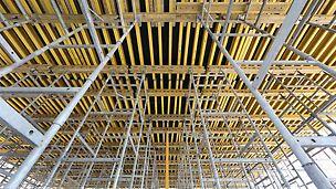 Podparcie stropów grubości 100 cm – 130 cm przy użyciu wież ST100 o nośności 53,8 kN na każdą głowicę wieży. Na wieżach dźwigary VT 20 i GT 24 .