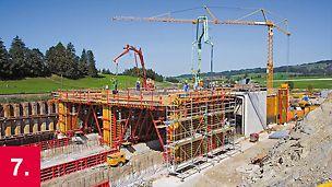 Endmontagen großer Schalungsprojekte werden vor Ort ausgeführt.