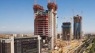 Cuatro Torres Business Area, Madrid, Španjolska - za krajnje različite zahtjeve PERI je sa svojom samopenjajućom oplatom ACS ponudio najekonomičnije rješenje.