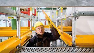 Klappen in gelber Signalfarbe lassen sich zur Seite öffnen. Sie schließen selbsttätig – das vermeidet Gefahrenquellen.