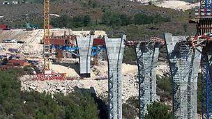 Ponte sobre o rio Corgo - Aspecto geral da obra com início da montagem da viga de lançamento do cliente