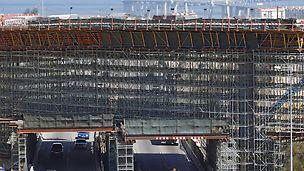 Eixo Norte/Sul Lisboa - Passagem Superior 16B: vista geral da estrutura em fase de betonagem