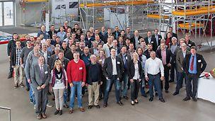 Gruppenbild von den Seminarteilnehmern des Fachseminars für Gerüstbautechnik bei PERI.
