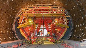 Der 11 m breite und 8 m hohe Tunnel in der Bauphase.