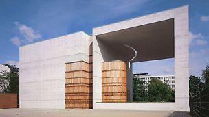 Kostel svatého Canisia: Moderní železobetonová stavba se vyznačuje přesně definovanými požadavky na viditelný povrch betonu.