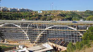 Viaduto de Sacavém sobre o Rio Trancão - Perpectiva geral do andaime montado no 4º e 5.º vão