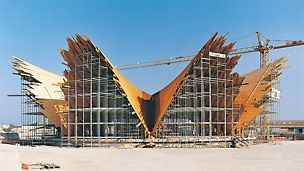 Restaurace Florante Submarino: S pomocí 77 t lešení PERI UP Rosett mohl být každý bod tohoto tvaru v podobě trojrozměrné prostorové nosné konstrukce přesně nastaven.