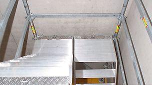 Mit den Modulen der PERI UP FLEX Gerüsttreppen können kompakte Zugänge in kleinen Treppenlöchern realisiert werden.