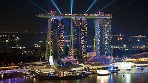 Marina Bay Sands, Singapur - američki Las Vegas Sands Corporation investitor je čitavog kompleksa s nadaleko vidljivim hotelskim tornjevima